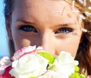 化粧する度に目元ケア!目のたるみ、まつ毛の傷みとおさらばしよう!