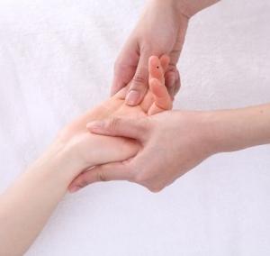 美人は必ず綺麗な「手」を持っている!手を綺麗にするスペシャルハンドケア方法